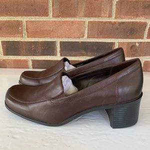 Like new Croft & Barrow brown leather shoes